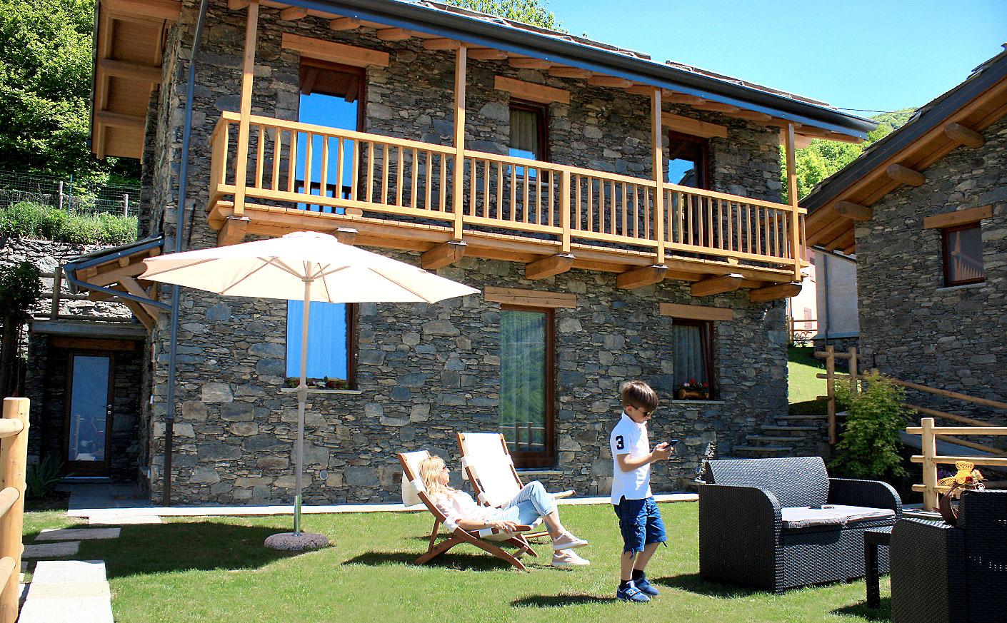 Vacanze da sogno in montagna piemonte splendidi chalet for Case legno e pietra